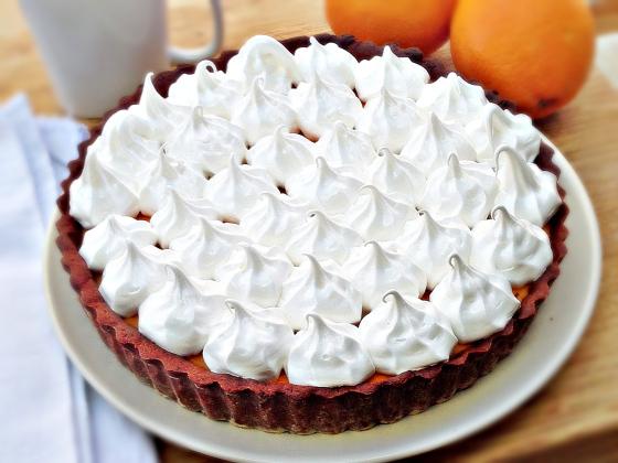 Tarta de naranja, merengue y cacao