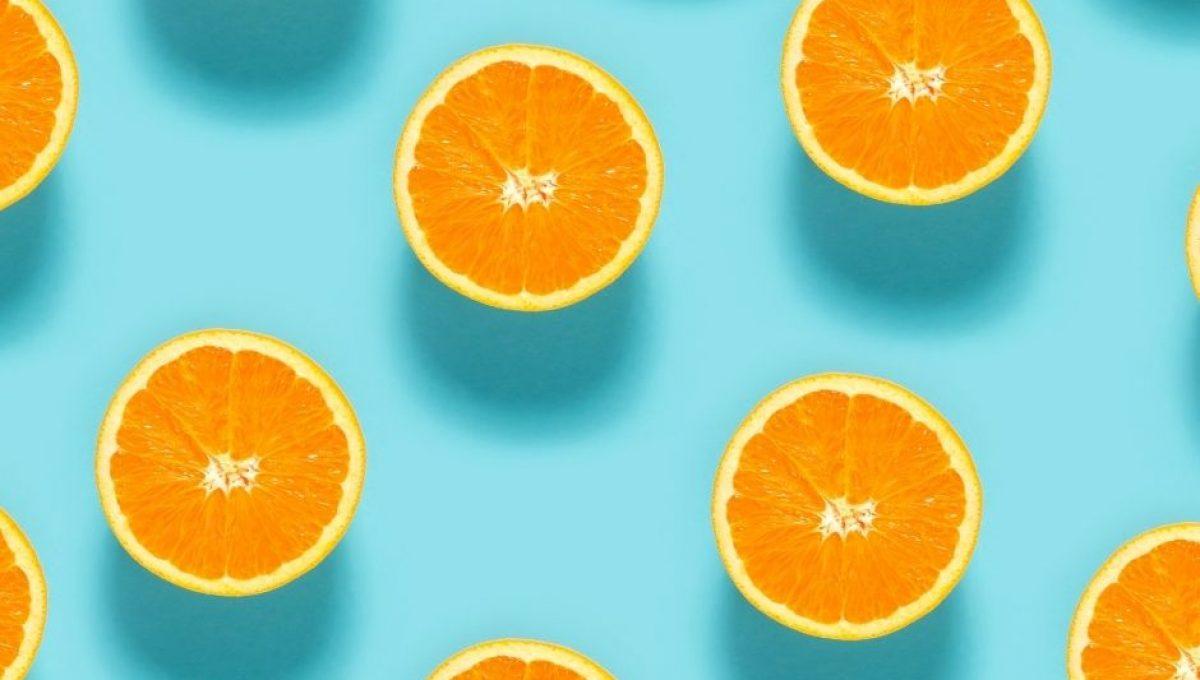naranjas deliciosas cortadas por la mitad
